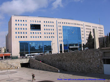 Central (Bus) Station - in Hebrew - tachana merkazit